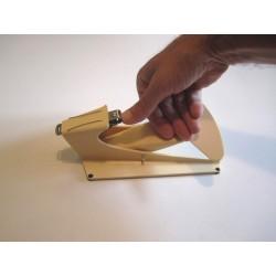 Coupe ongle à poignée large pour personne en situation de handicap n'ayant l'usage que d'une seule main