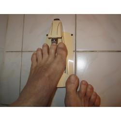 Coupe-ongle pour situation de handicap pour couper les ongles de pied sans les mains.