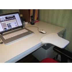 Pepose-bras JUMBOREST en position sur un bureau