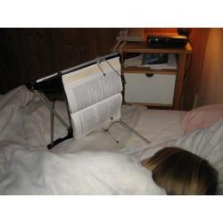 Support de livre pour lire au lit en position allongée sur le côté