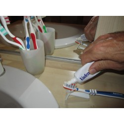 support de brosse à dents pour hémiplégique