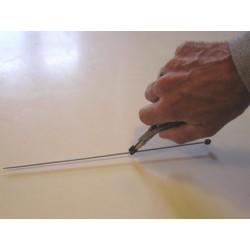 Petite pince pour saisir de petits objets comme les aiguilles à tricoter