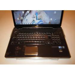 Guide doigts sur clavier d'ordinateur portable