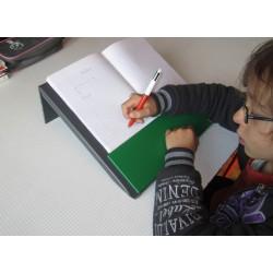 pupitre incliné, aide à l'écriture, utilisation en écriture de bas de page