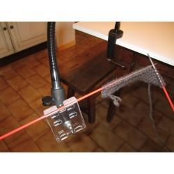 Aide technique pour maintenir une aiguille à tricoter