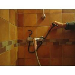 éponge murale pour la douche mise en place 2
