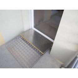 Cette rampe d'accès pour passage de seuil peut rester en place avec la porte fermée