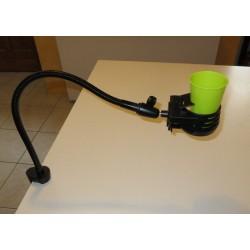 Porte boisson avec flexible fixé sur bord de table