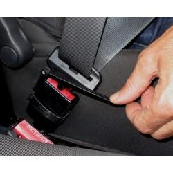 Manette facilitant l'ouverture de la ceinture de sécurité pour les cas d'arthrose des mains ou autres handicaps